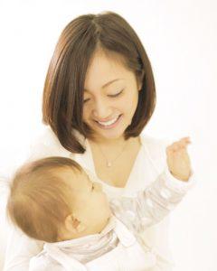 睡眠不足の子育てママへ、ヘッドマッサージでひとときの眠りはいかが?
